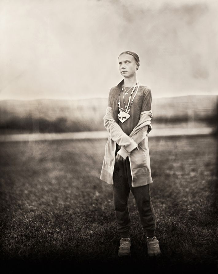 """Thunberg posa para una foto, """"Standing For Us All""""."""