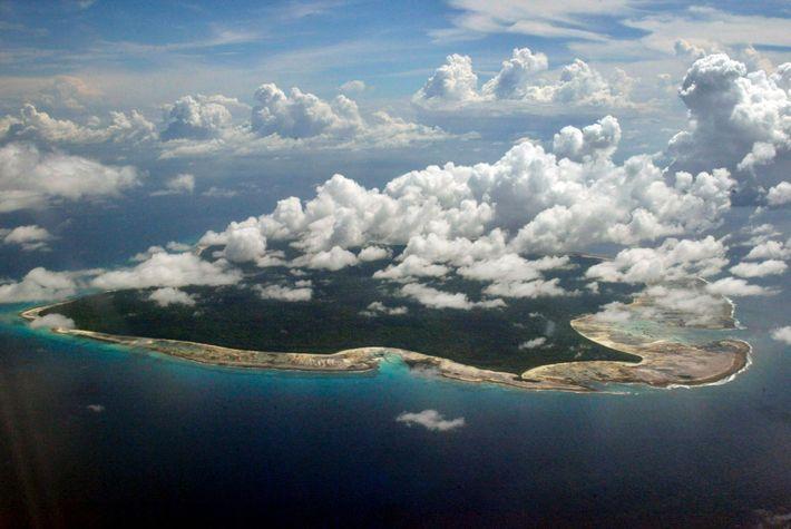 Sentinel del Norte, rodeada de corales, administrada por la India y prohibida a los forasteros, ha ...
