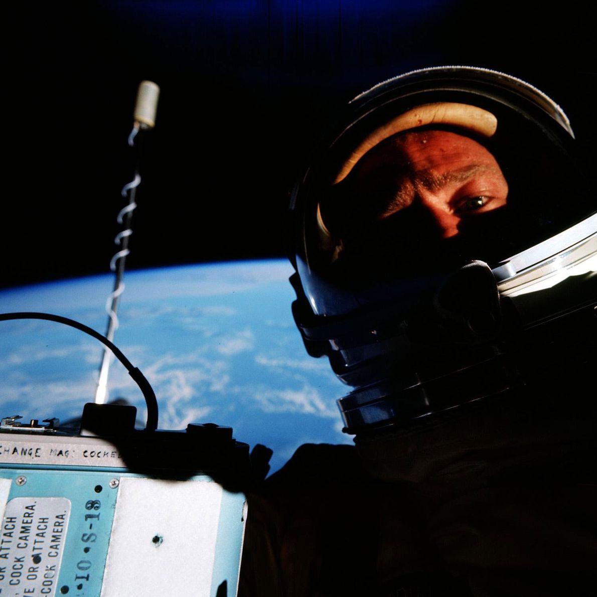 """Edwin """"Buzz"""" Aldrin alegó haber tomado la primera selfie espacial mientras piloteaba la misión Gemini XII ..."""