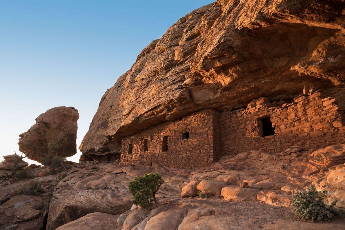 La herramienta para tatuar fue realizada por los Anasazi que vivieron en sitios como este en ...