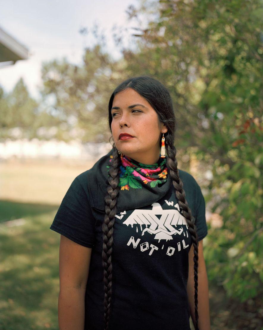 Tara Houska, una Ojibwa de la Primera Nación Couchiching en Ontario, usa la ley y la ...