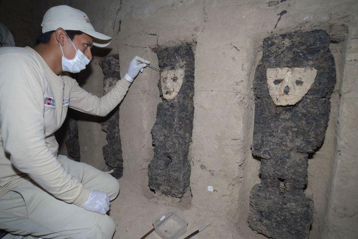 Es notable que las estatuillas se hayan conservado durante siglos; ahora, los investigadores deben seguir protegiendo ...