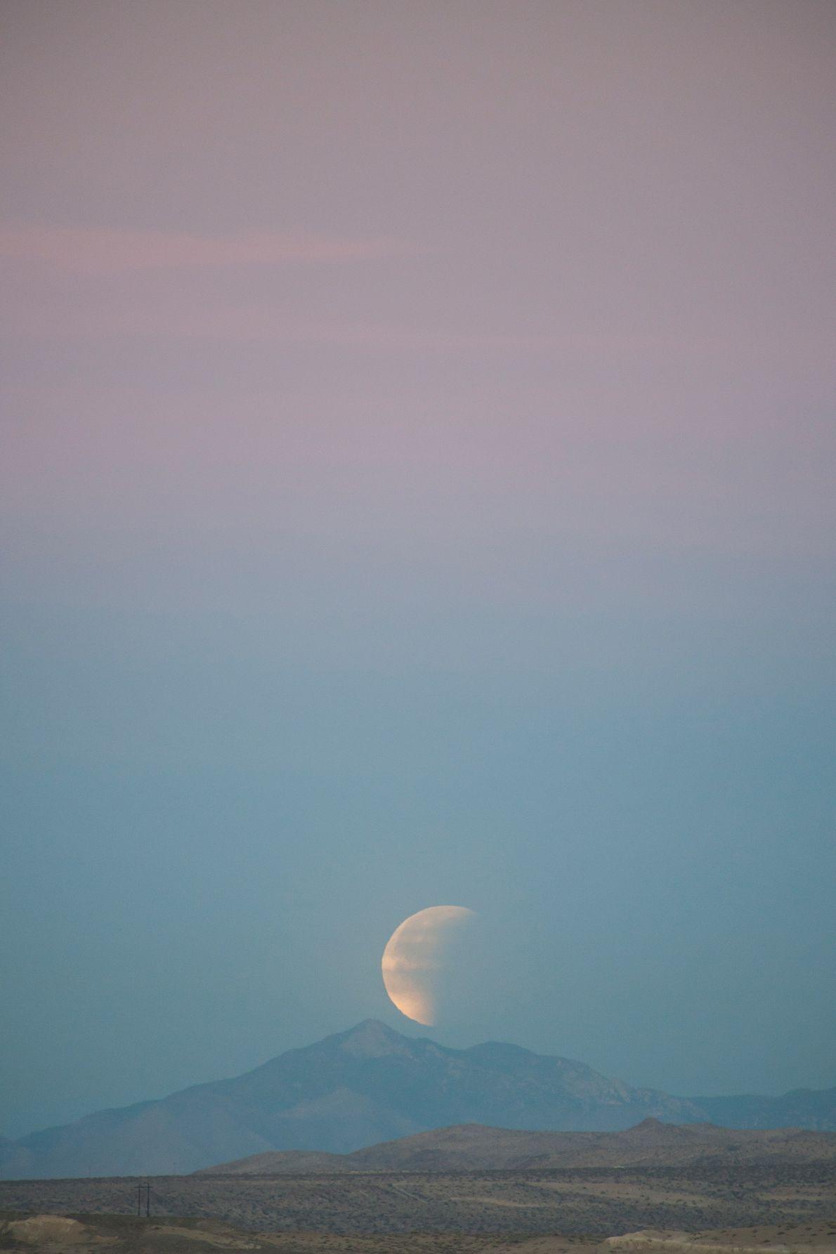 """El eclipse de """"luna de sangre súper azul"""" se ve desde la Conservación Nacional del Desierto ..."""