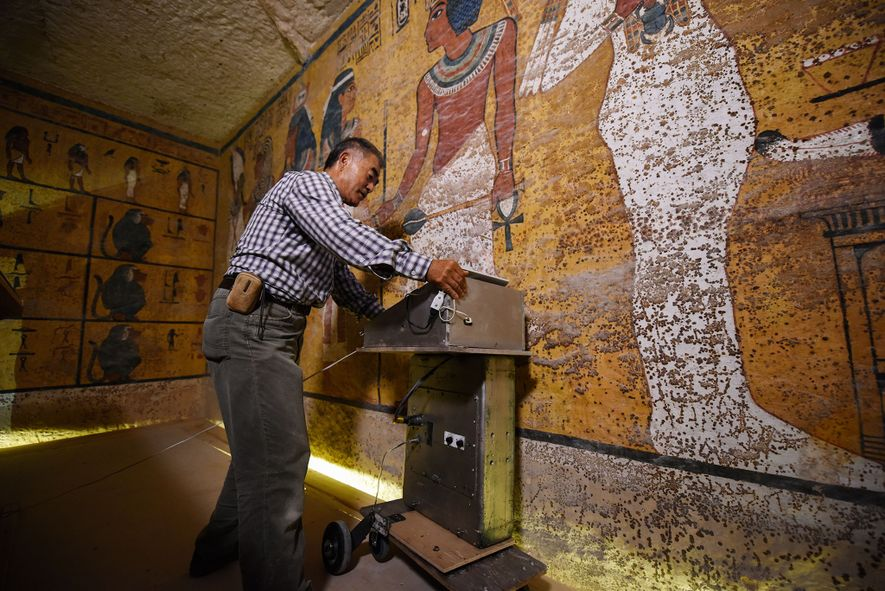 El escaneo de radar en el interior de la tumba de Tut ha reforzado la teoría de que dos cámaras más pueden estar ocultas detrás de puertas selladas.