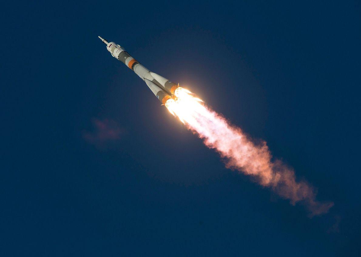 El cohete Soyuz TMA-19M se lanza el 15 de diciembre de 2015 desde el Cosmódromo de ...