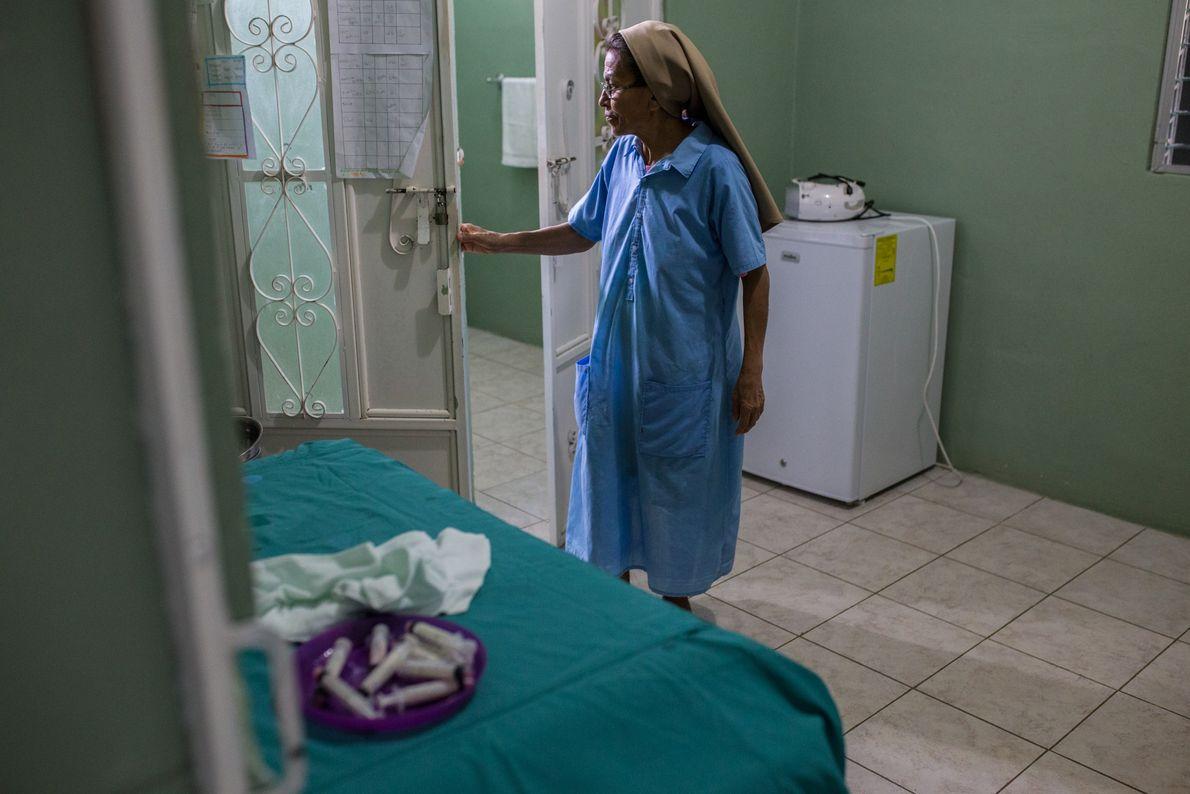 La hermana Edna Morales dirige un centro de alimentación nutricional en las afueras del pueblo de ...
