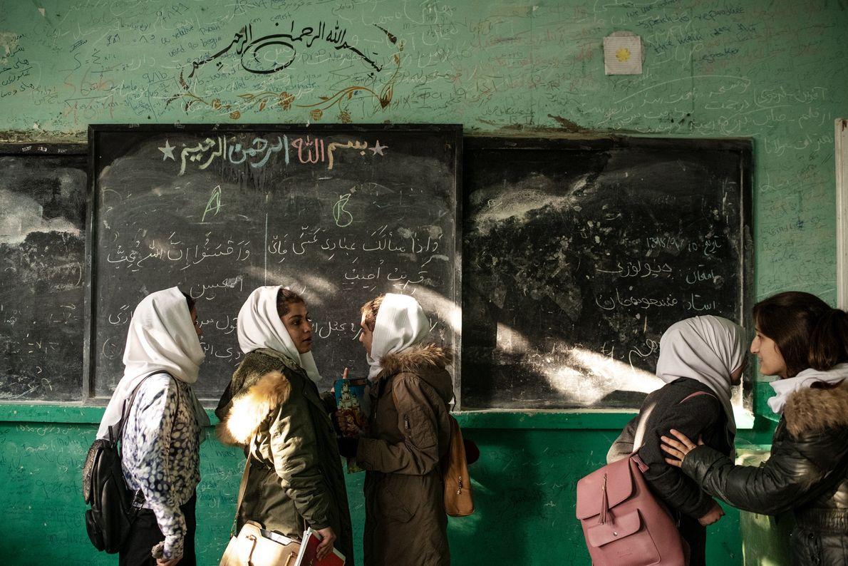 Los exámenes finales han terminado en el Instituto Zarghona de Kabul, uno de los mayores institutos ...