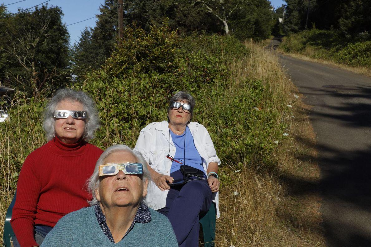 Los 361 residentes de Oceanside, Oregon, fueron de los primeros en ver el eclipse. El último …