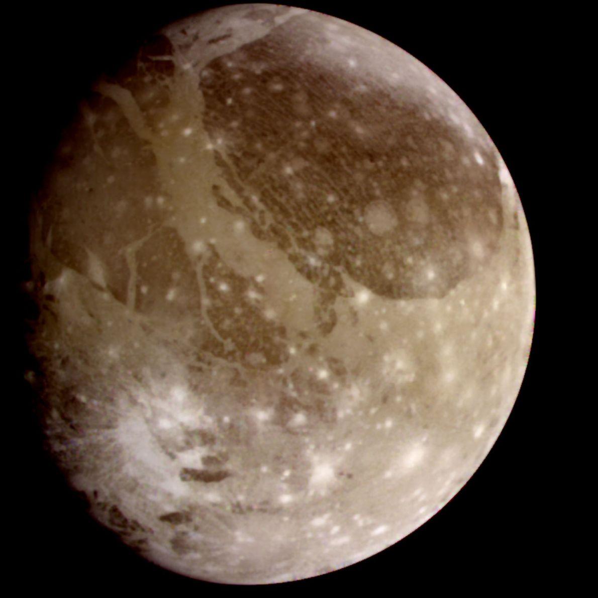 La sonda Galileo, que recorrió el sistema joviano entre 1995 y 2003, sacó esta imagen de ...