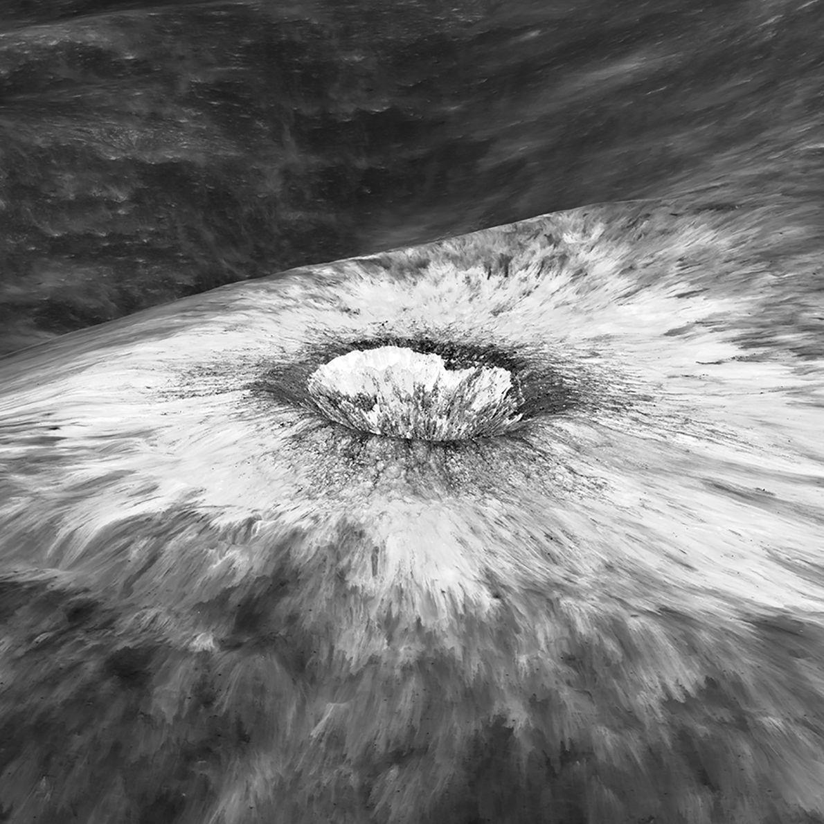 Esta imagen del LRO muestra el borde del cráter Chaplygin, donde todavía se ve la capa ...