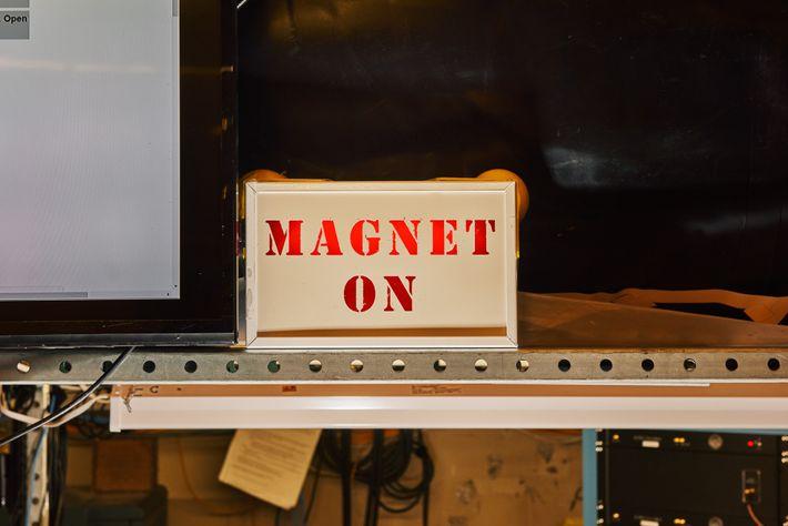 La señal del IMÁN en el laboratorio de ADMX. El ADMX es un haloscopio de axiones, ...