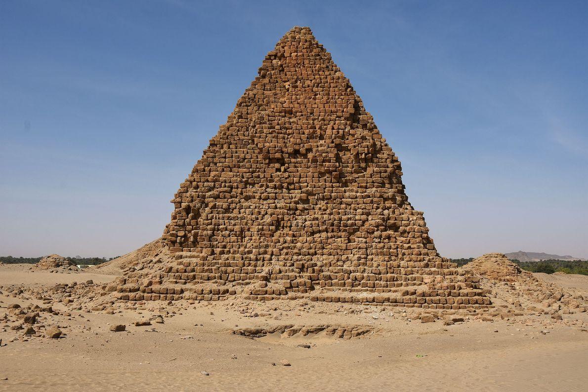 Pirámide del rey Aspelta, sucesor (y hermano) de Anlamani, quien murió alrededor del 580 a. C.