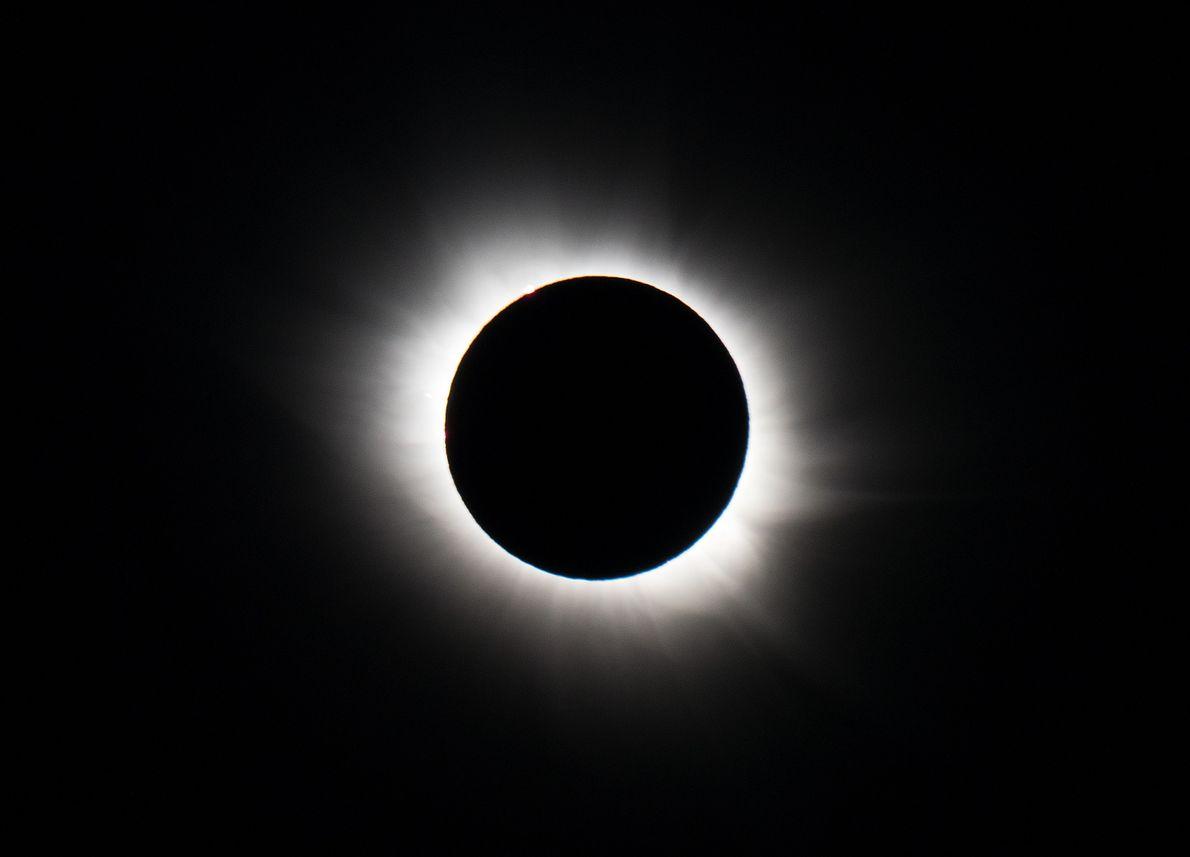 Para el eclipse solar de marzo de 2015 en Svalbard, Honda utilizó cámaras Nikon D800 y ...