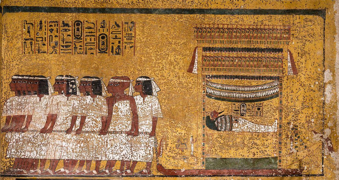 Una pintura de la pared muestra a la momia de Tutankamón llevada por 12 hombres que ...