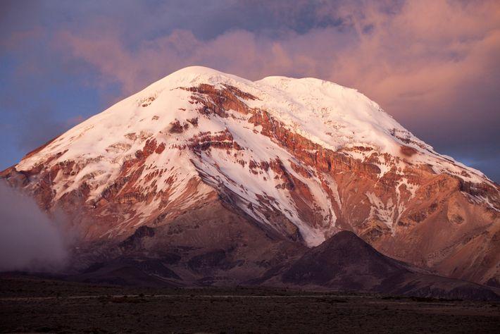 Chimborazo, volcán inactivo ubicado en los Andes, es la montaña más alta de Ecuador, con una ...
