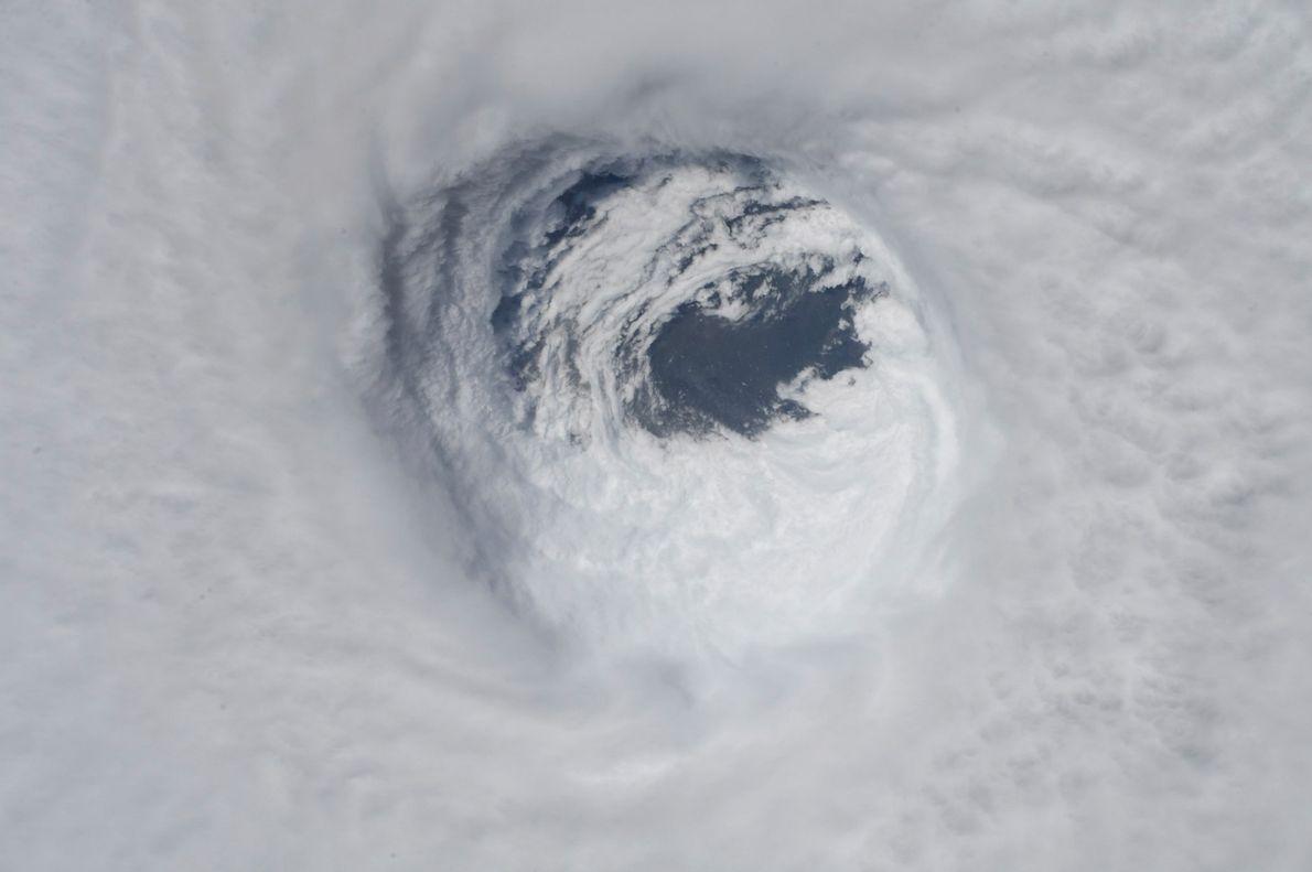 El ojo del huracán Michael como se vio desde la Estación Espacial Internacional el miércoles 10 ...