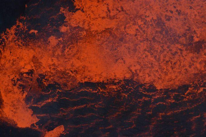 Lava en uno de los lagos del Ambrym antes de la erupción de 2018. Los lagos ...