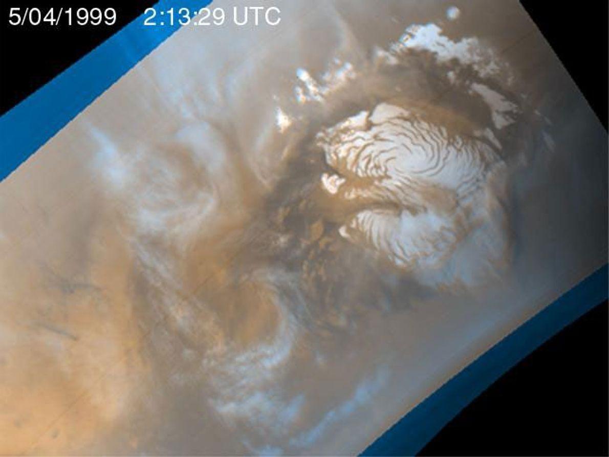 Durante los días de mediados de verano en Marte, la superficie del planeta rojo se calienta, ...