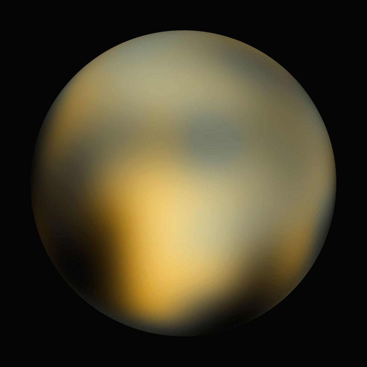 En 2010, un análisis de imágenes del Hubble mostró un mundo moteado naranja, blanco y negro. ...