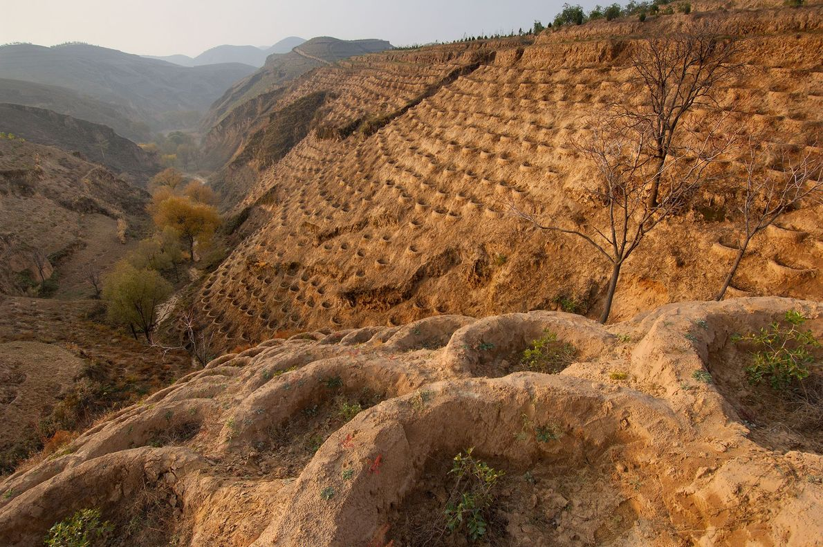 Las laderas de Fo Tang Yan, un pueblo de la región degradada de la meseta de ...