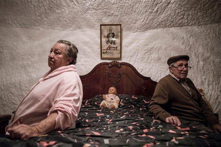 Piedad Mezco y Antonio Ortiz han vivido toda su vida en las cuevas de Guadix. Ambos ...