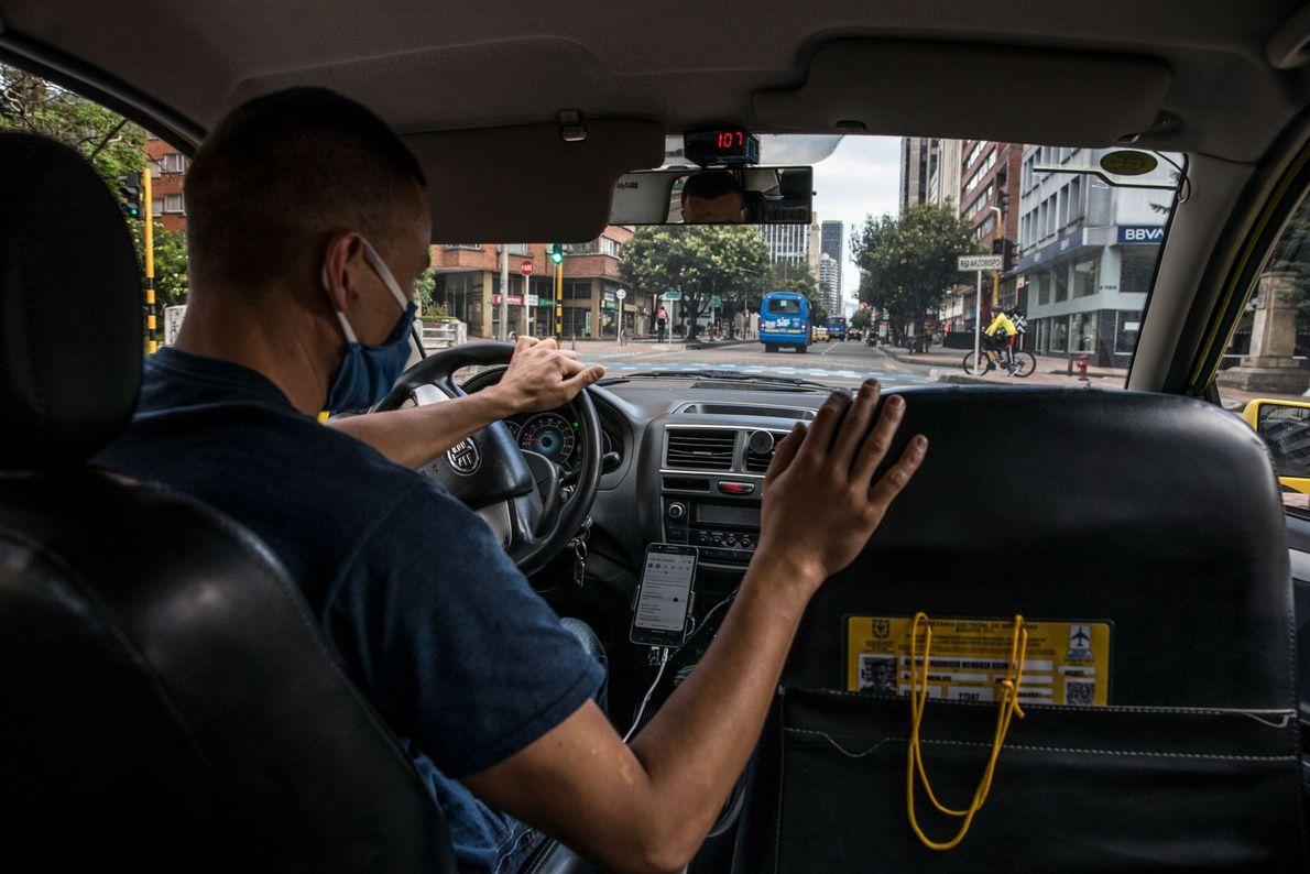 Los taxistas se encuentran entre una amplia gama de trabajadores esenciales que corren el riesgo de ...