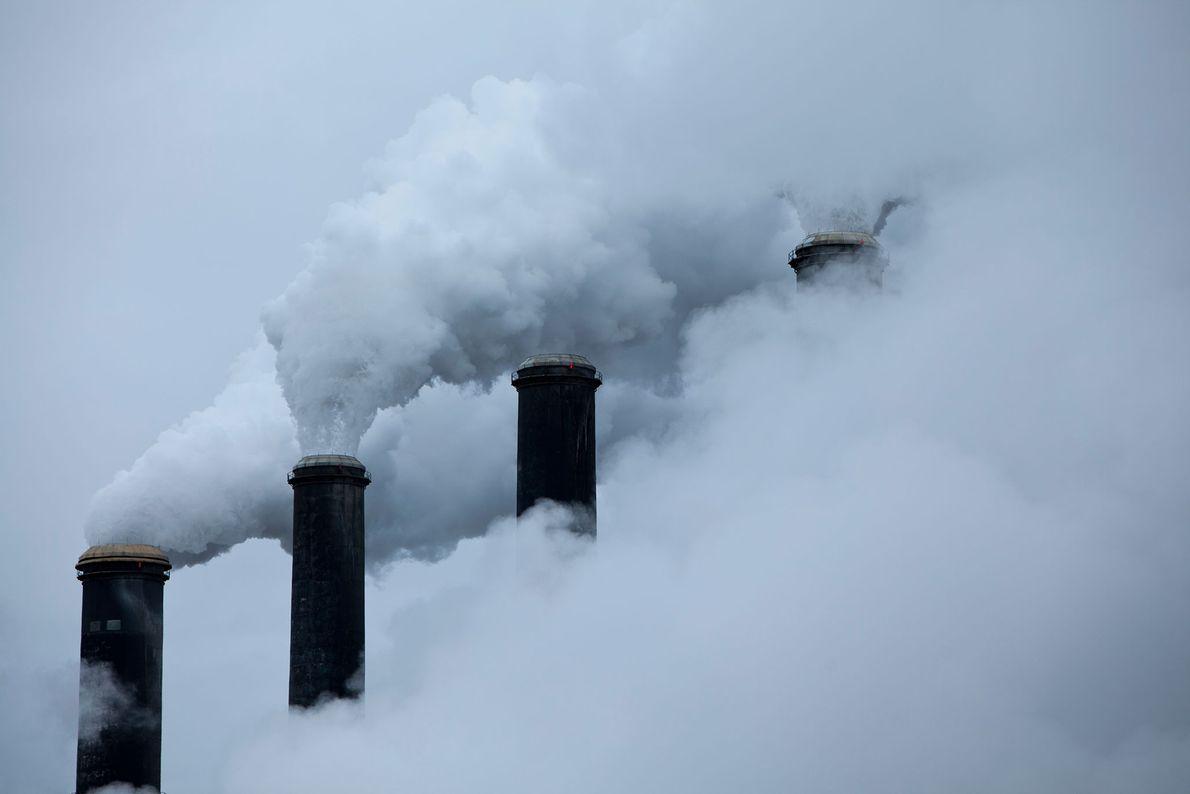 El humo de la quema de carbón inunda la atmósfera. Del artículo de octubre de 2011 ...