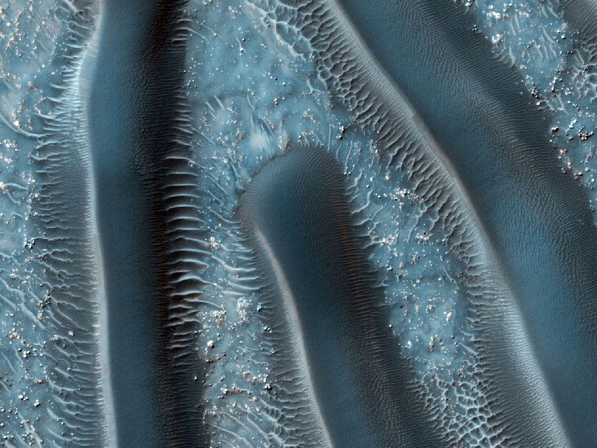 Las dunas de arena son uno de los rasgos eólicos más comunes de Marte. Estas áreas ...