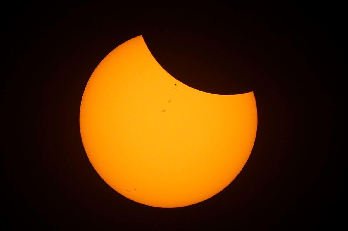 05-solar-eclipse-wire