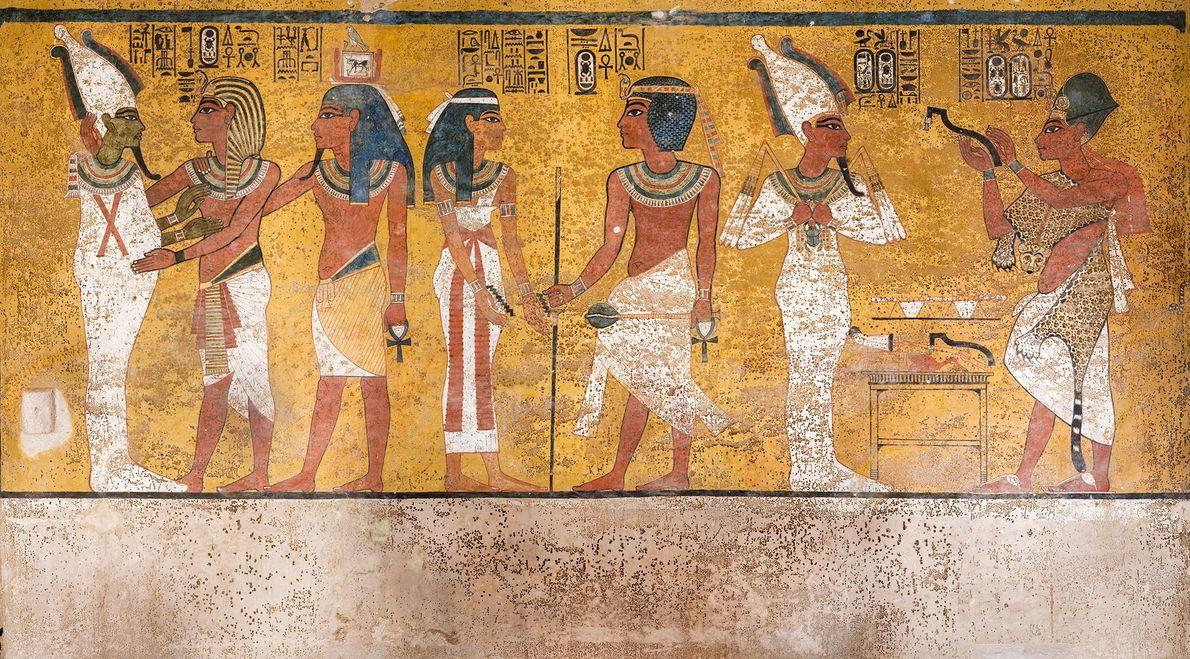 """Una escena de la pared norte de la cámara funeraria de Tutankamon muestra las """"manchas"""" marrones ..."""