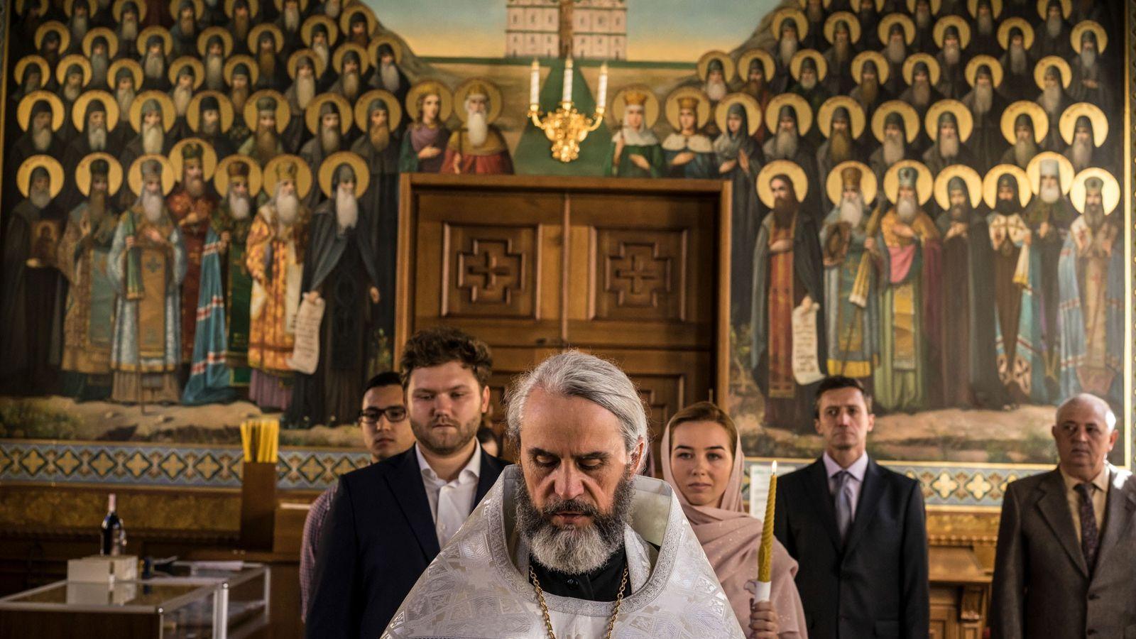 En medio de la agitación de la Iglesia ortodoxa ucraniana, los rituales antiguos continúan como lo ...