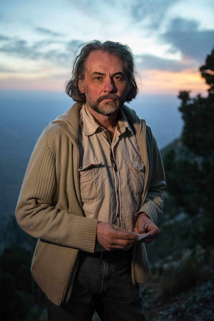 El arqueólogo Ciprian Ardelean dirige excavaciones en la Cueva Chiquihuite.