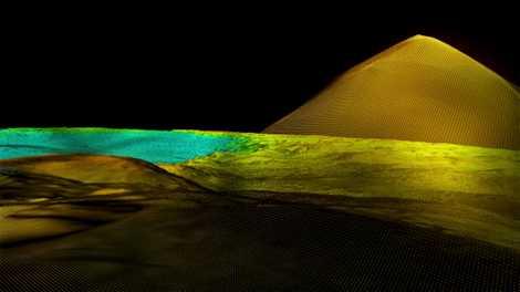 Escondida en lo profundo de la jungla, la pirámide recientemente descubierta se eleva a unas siete ...