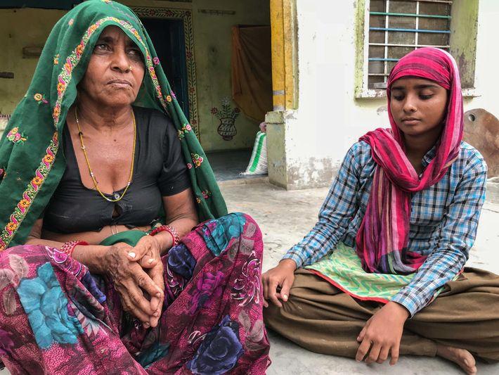 """Jaganabai Meena (55) y su hija Pooja (18) viven en Roundhpura, una """"aldea viuda"""" como consecuencia ..."""