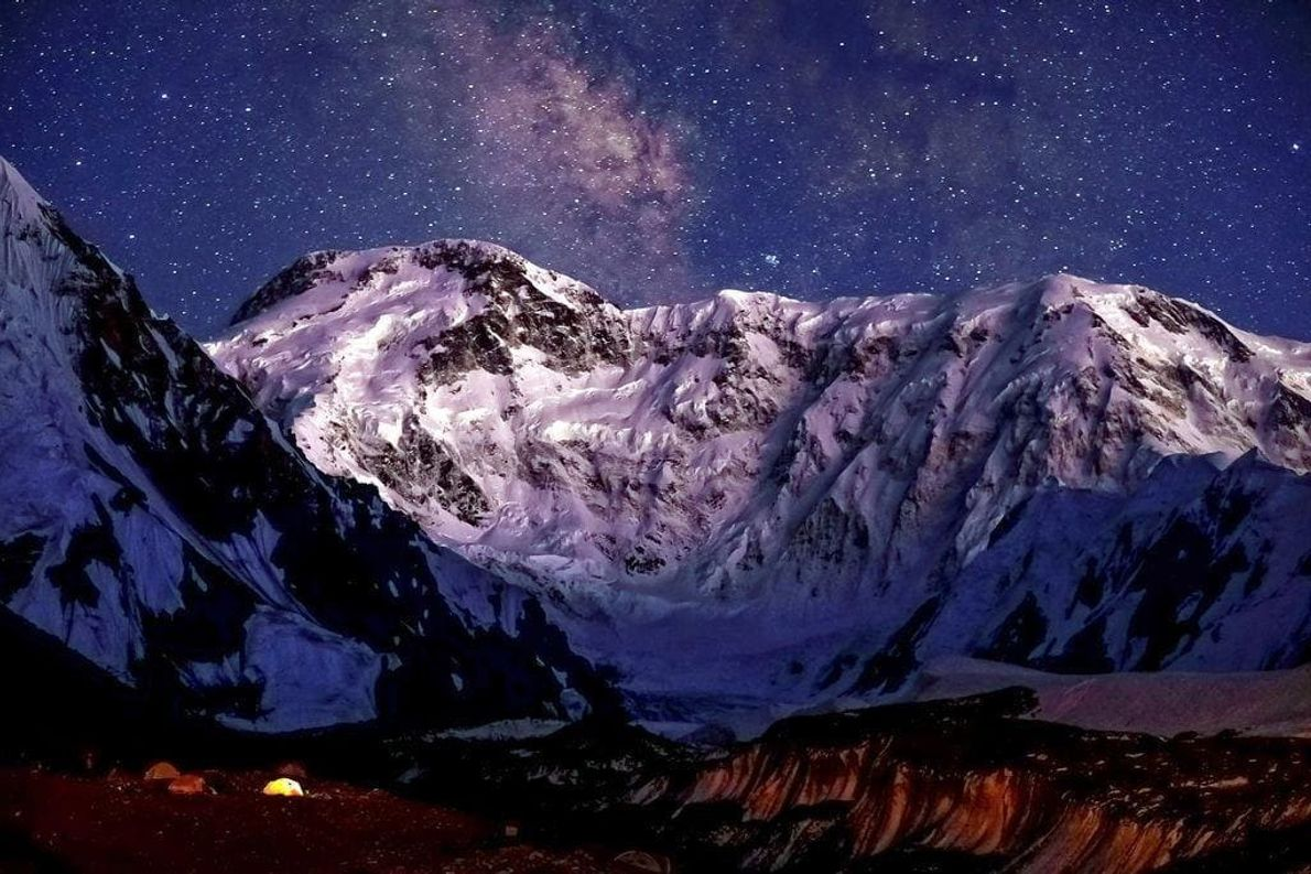 El Jengish Chokusu (también conocido como pico Pobeda; de 7.349 metros) es el pico más alto ...