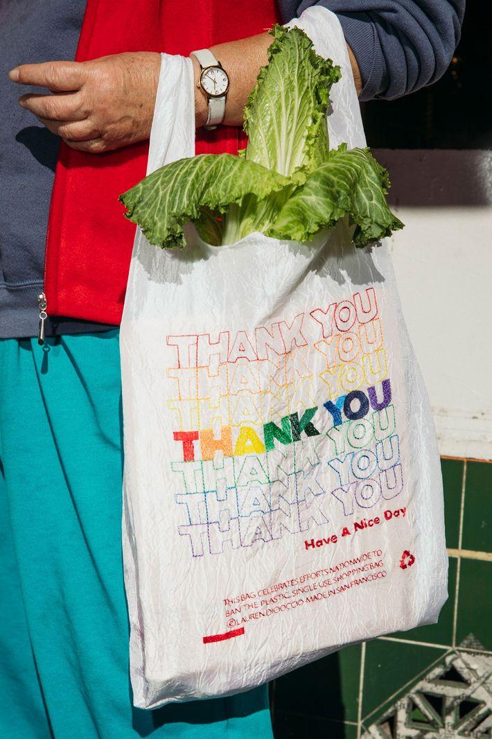 Las versiones de las bolsas de agradecimiento reutilizables de DiCioccio se fabrican en San Francisco.