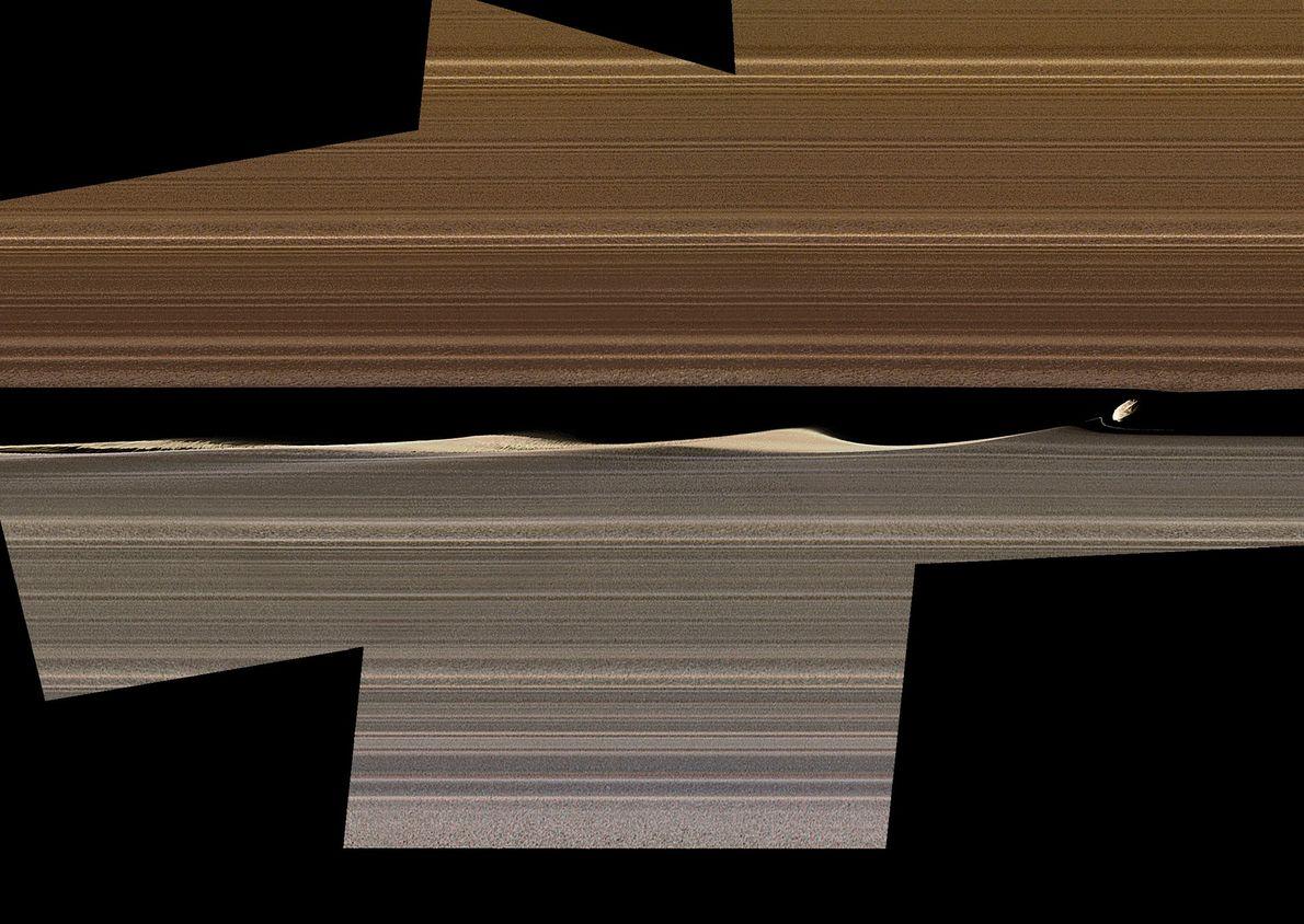 Este mosaico de colores muestra a Daphnis, una de las lunas de los anillos de Saturno, ...