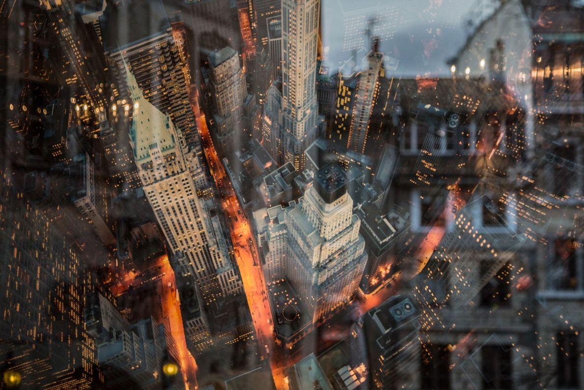 Colisionan el Antiguo y el Nuevo Continente: un póster del perfil arquitectónico de Nueva York en ...