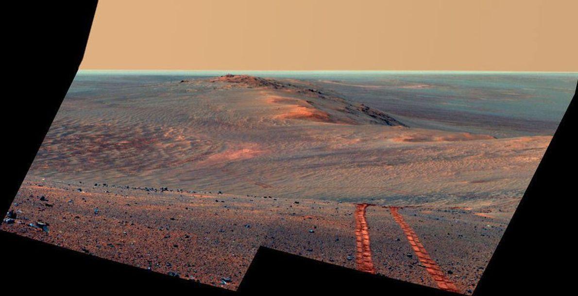 La cámara panorámica en el Opportunity, rover de exploración a Marte de la NASA,  capturó ...