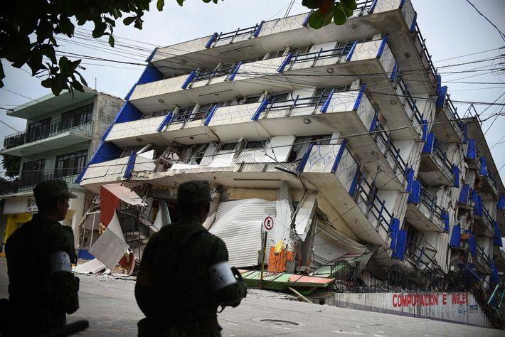 El hotel 'Ane Centro' sufrió daños después de un terremoto de magnitud 8,2 en Matias Romero, ...