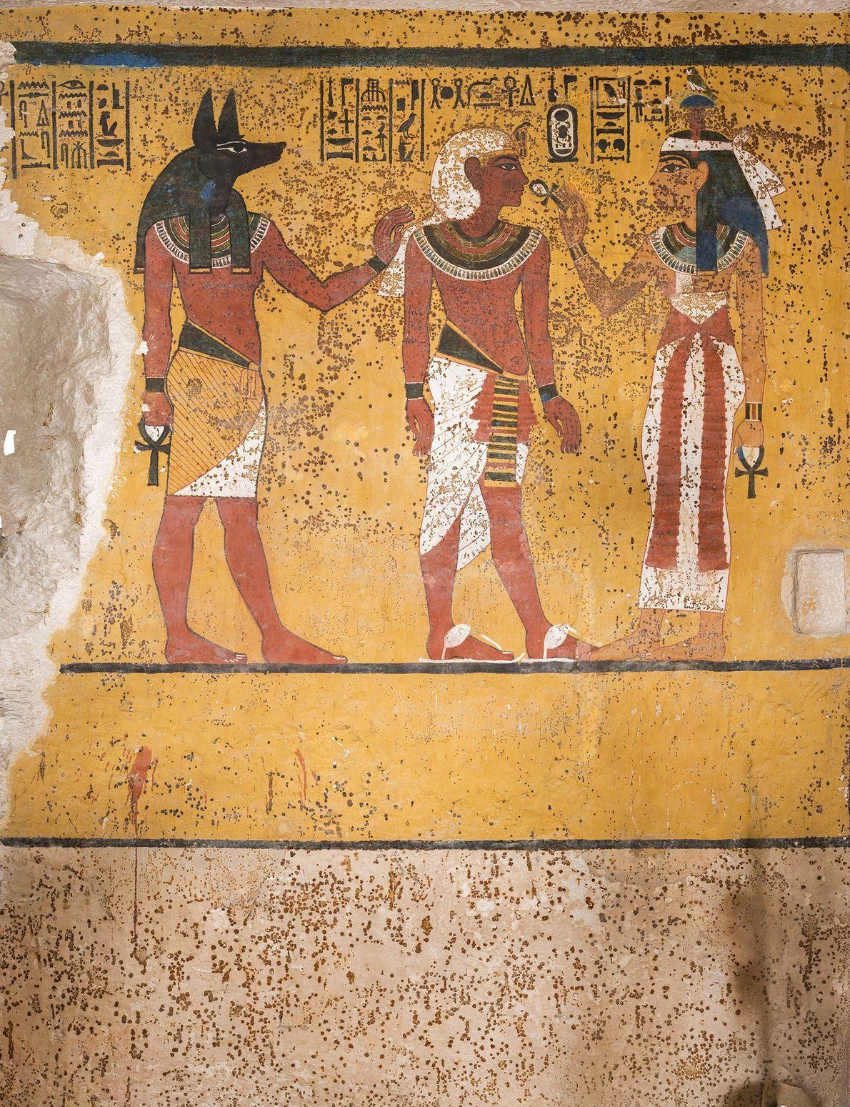 Una sección de la pared sur de la cámara funeraria de Tutankamon. El yeso se dañó ...