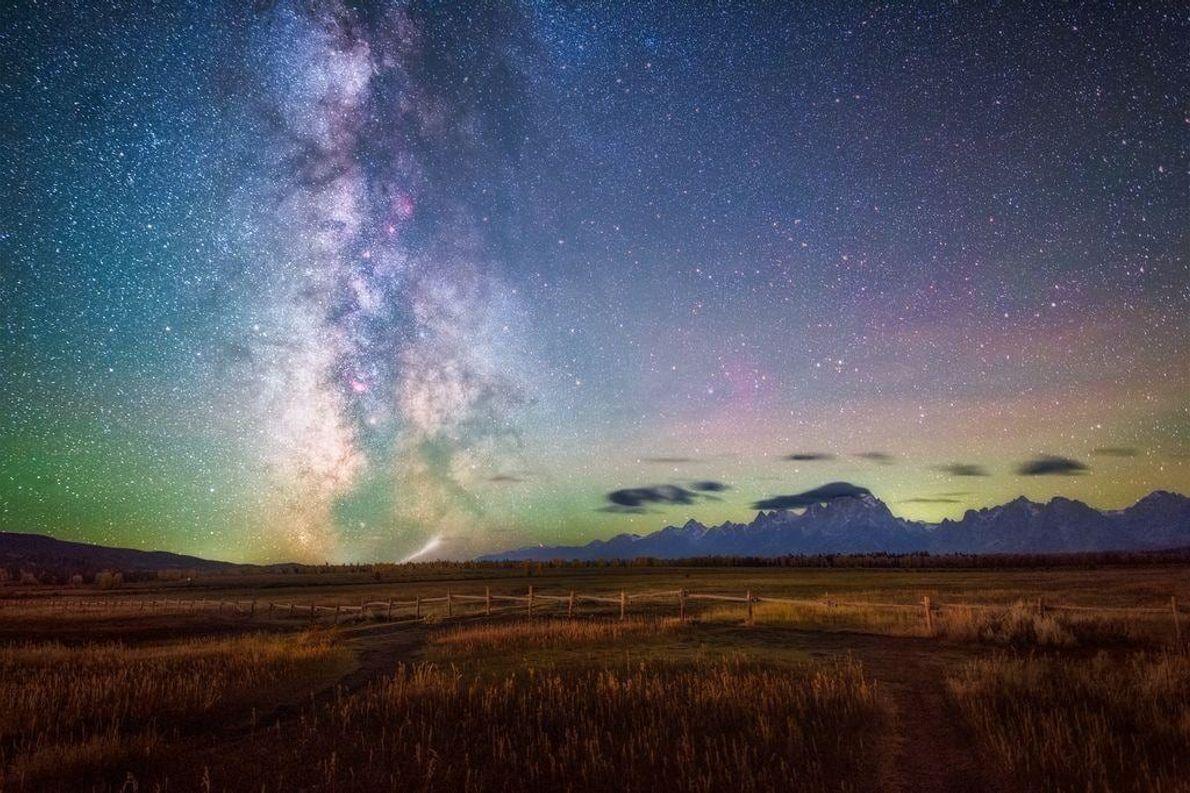 El cielo nocturno en el parque nacional de Grand Teton.