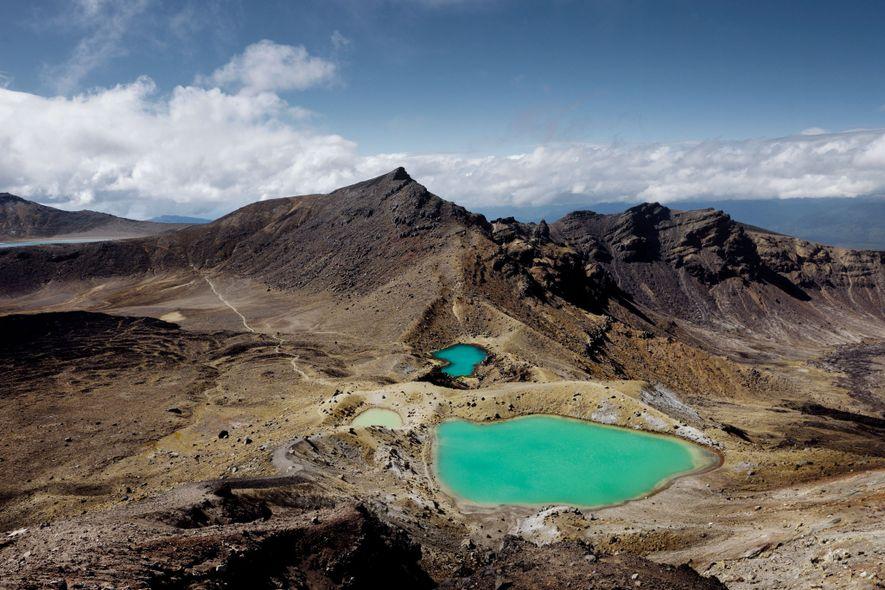 Los lagos Esmeralda resplandecen en el Parque Nacional Tongariro, en Nueva Zelanda.