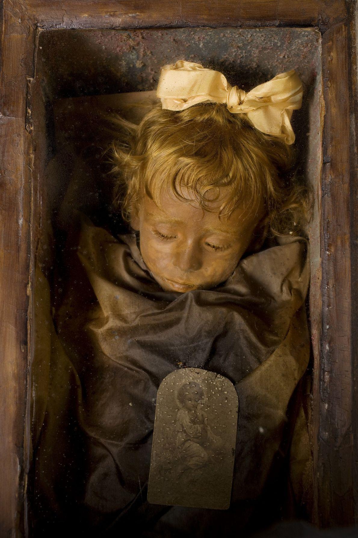 Los restos momificados de Rosalia Lombardo, de dos años, descansan en las catacumbas capuchinas de Palermo. ...
