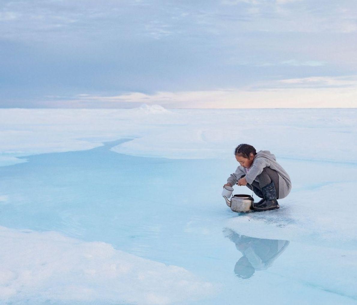 Cuando la banquisa envejece, la sal se hunde en el mar y deja agua dulce y ...