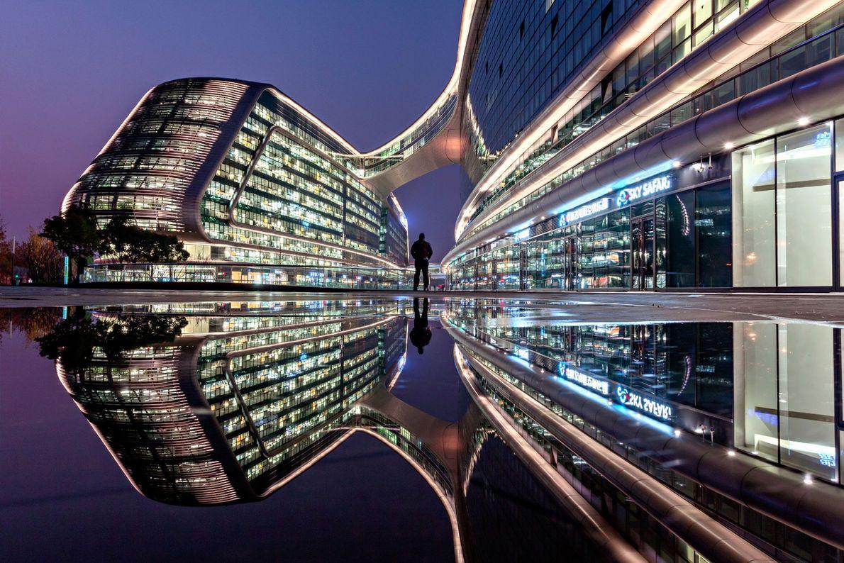 Shanghai es el hogar de parte de la arquitectura más futurista del mundo. El elegante complejo ...
