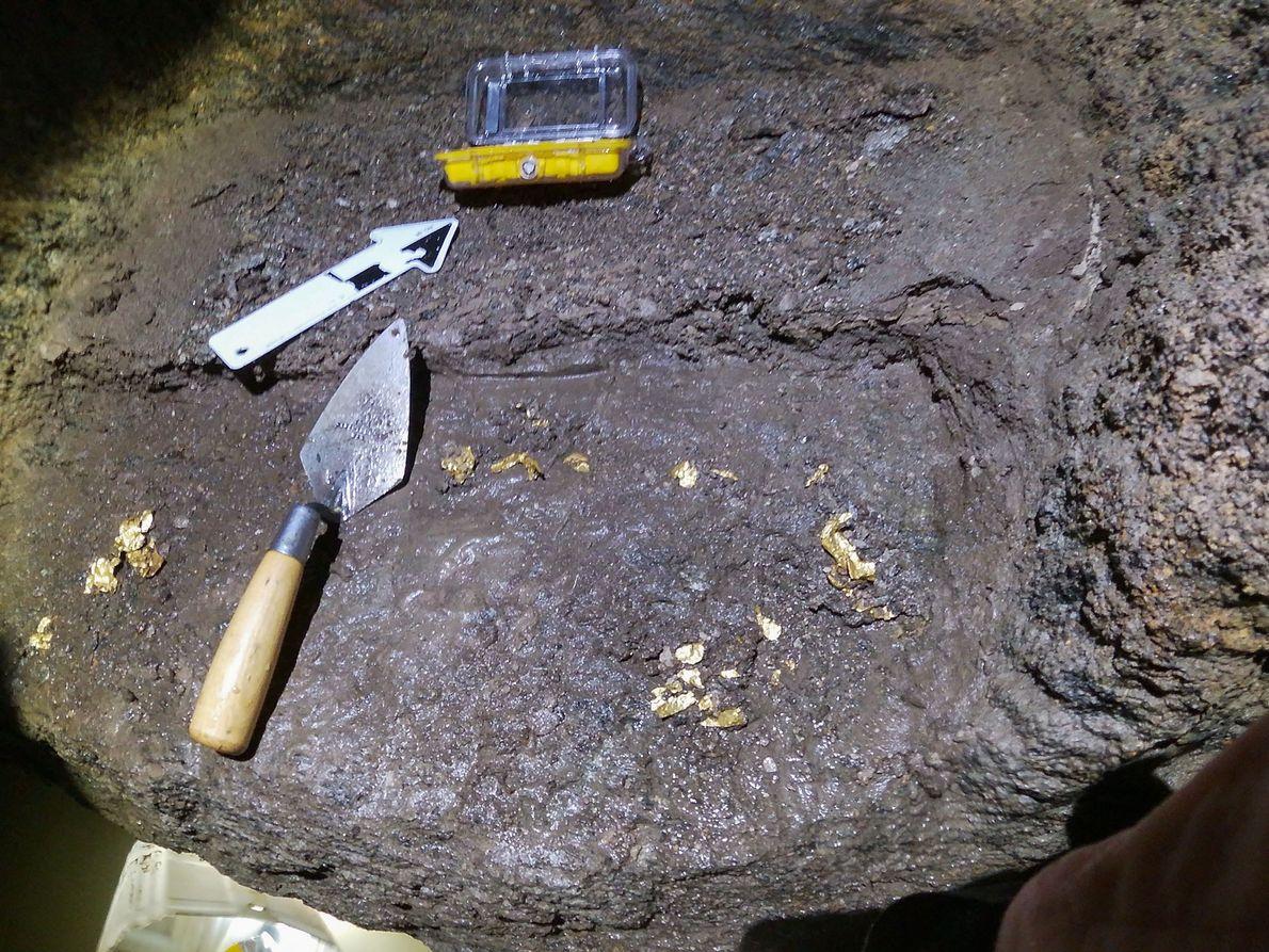 Los  arqueólogos  encontraron  fragmentos  de  láminas  de  oro  ...