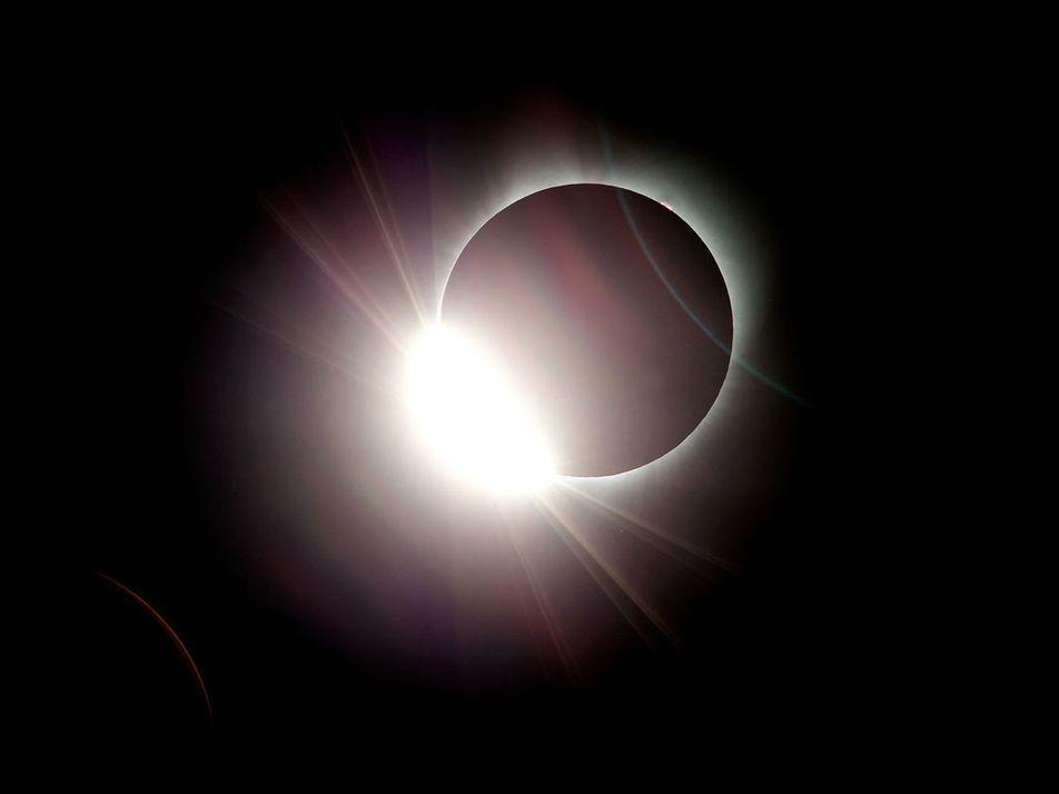 ¿Qué son y cómo se dan los eclipses solares?