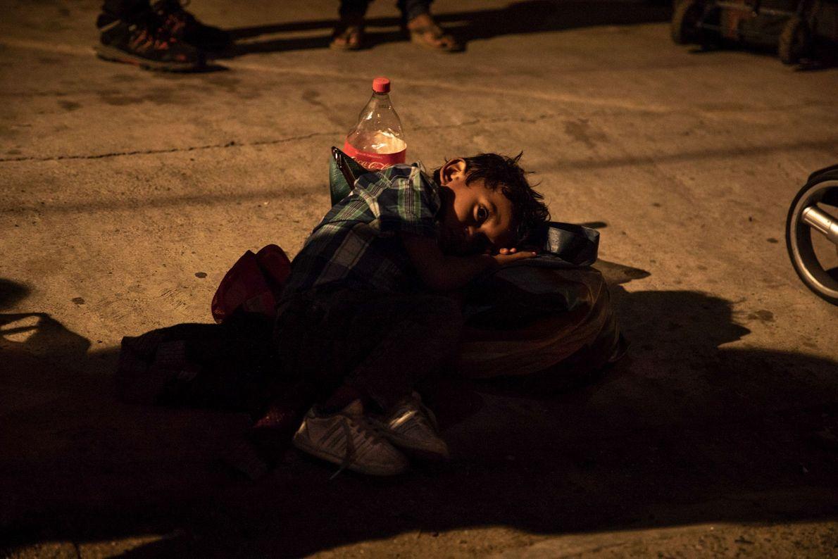 17 autobuses que transportaban a casi 2000 personas llegaron a Tijuana desde Mexicali a las 2 ...