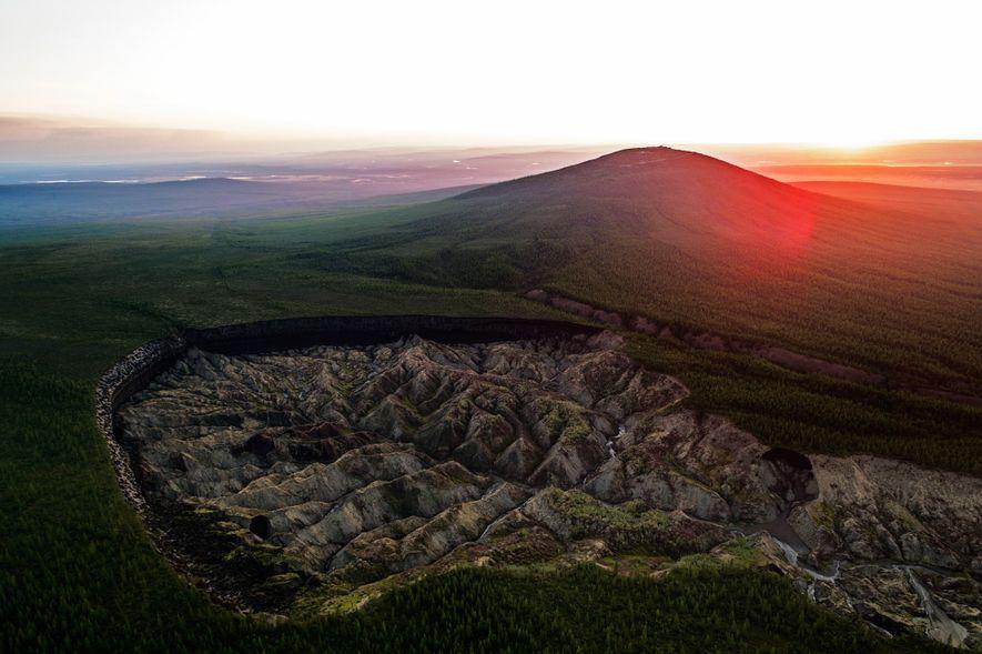 """El cráter Batagaika en Batagay, Rusia, es conocido como """"cráter al infierno"""" o """"la entrada al ..."""